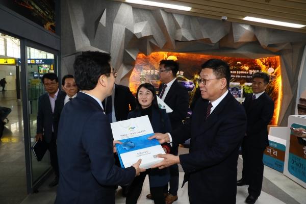 중국 차하얼학회와 유라시아 대륙철도 협력 양해각서 체결