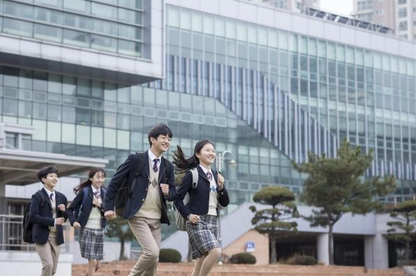전국 최초 중·고교 신입생 교복비 무상지원