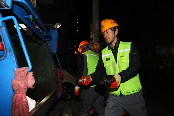 청소대행업체 노사분규 시의 중재로  파업 이틀 만에 극적 타결